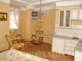 Снять квартиру в Ялте - Квартира в Ялте, ул Дражинского